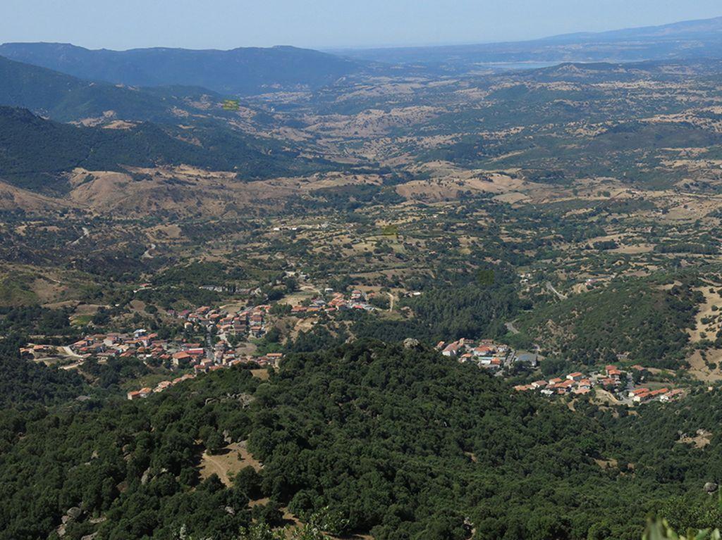 Il paese di Montresta in Sardegna
