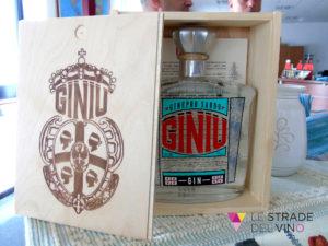 Bottiglia di Ginu Silvio Carta in confezione di Legno