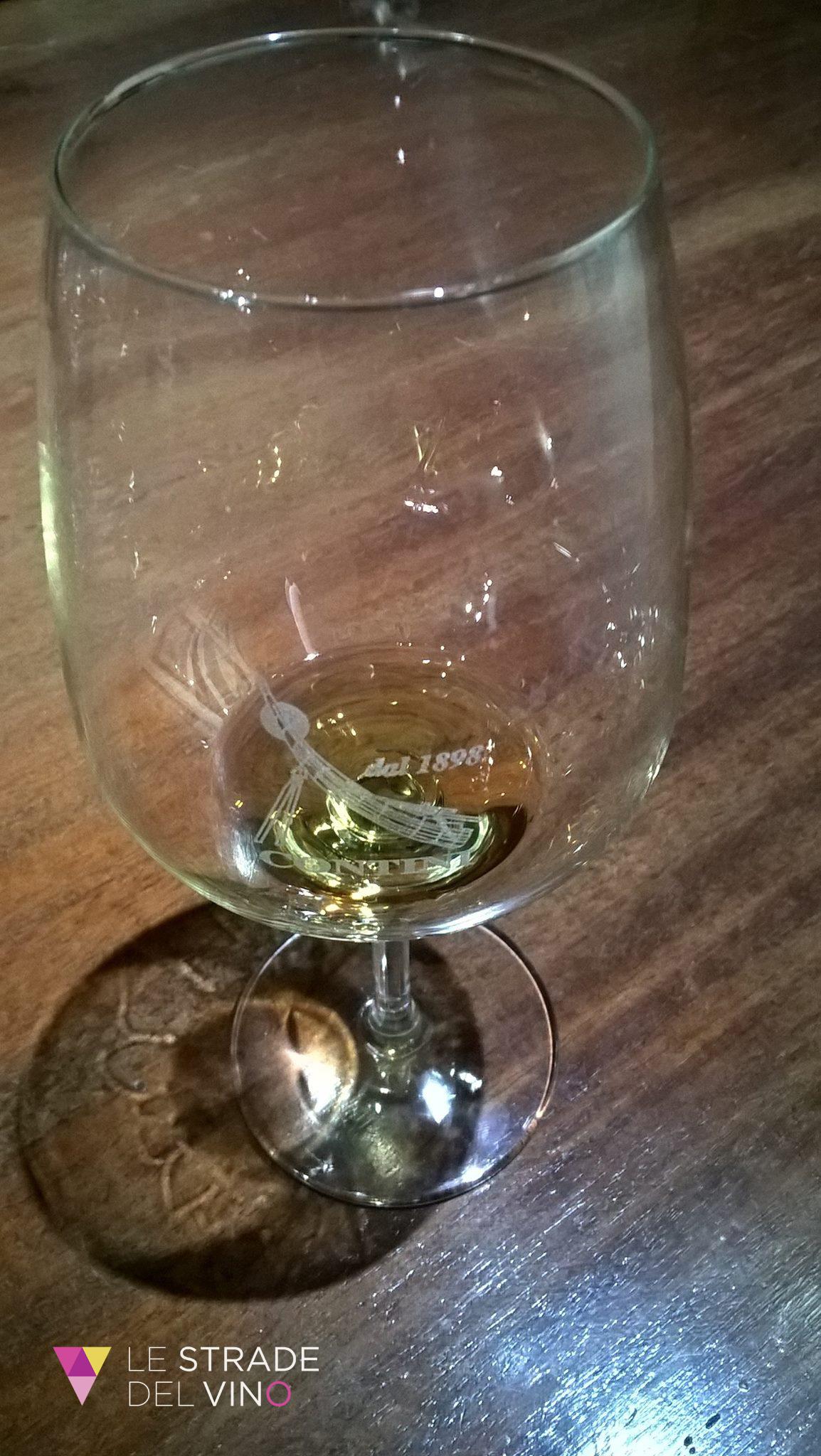 Bicchiere di Vernaccia di Oristano