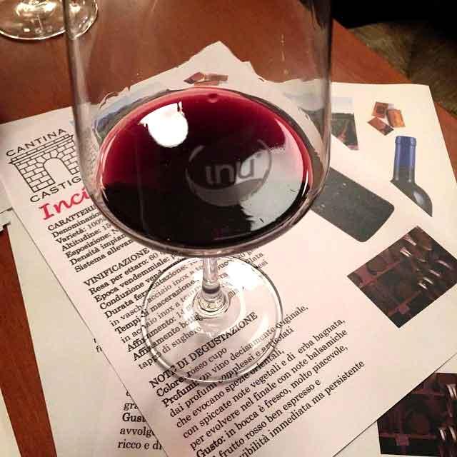 Bicchiere vino cantina Castiglia