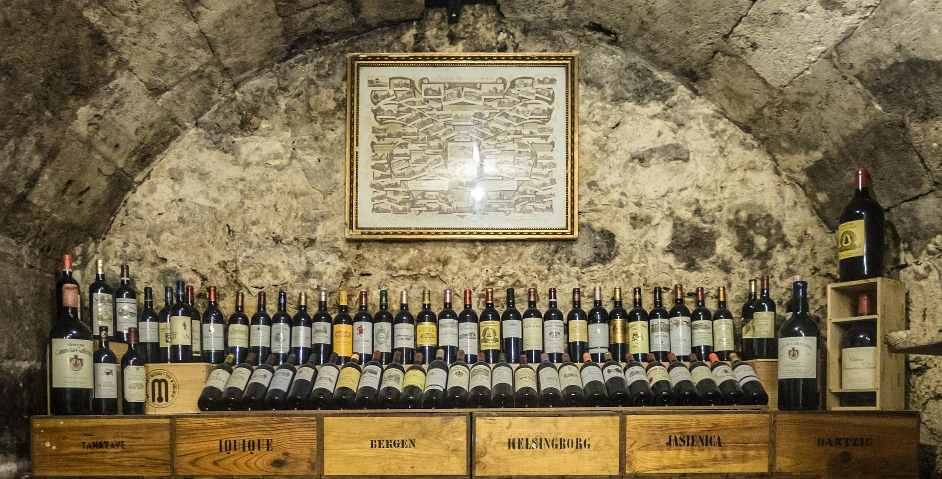 Cantina con vini vecchie annate