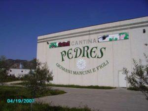 Esterno facciata Cantina Pedres